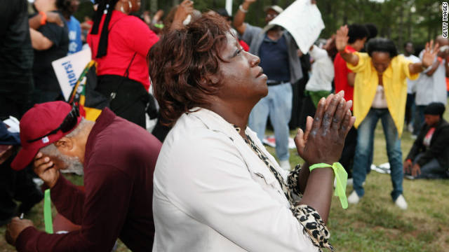 Lillie Sutton prays after hearing that there had been a delay in the execution of Troy Davis as protesters gathered at Jackson State Prison in Georgia. Davis was later executed on Wednesday, however.