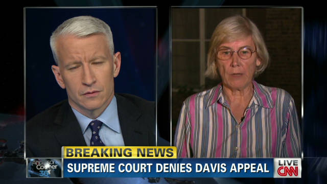 Officer's mom: Davis 'deserves' death