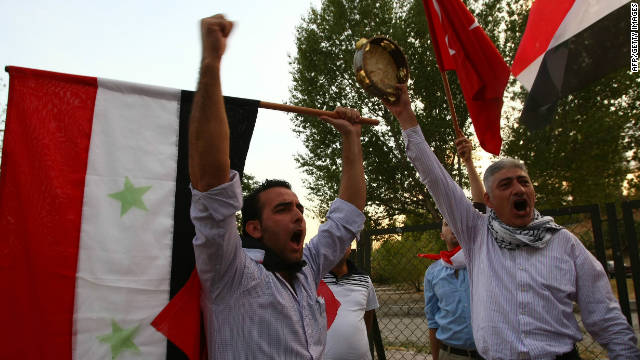 Members of the Syrian opposition living in Turkey  protest against the Syrian regime in Ankara on September 19, 2011.