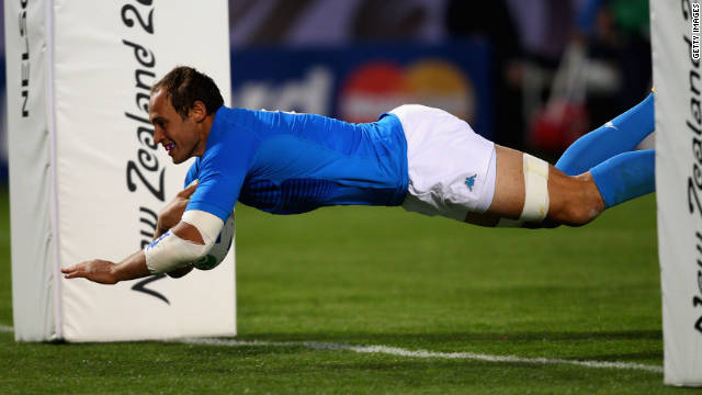 Italy's try-scoring captain Sergio Parisse has set his sights on beating Ireland in their final group match.