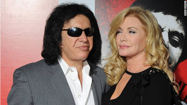 KISS bassist Gene Simmons tied the knot Saturday with his longtime girlfriend, Shannon Tweed.