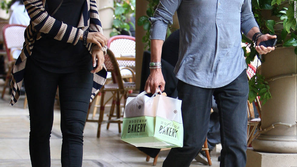 Lionel Richie goes shopping in Los Angeles.