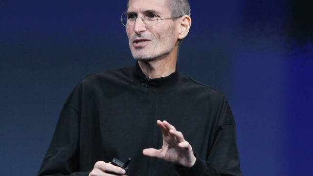 In 2010, Steve Jobs unveils  Apple's new operating system.