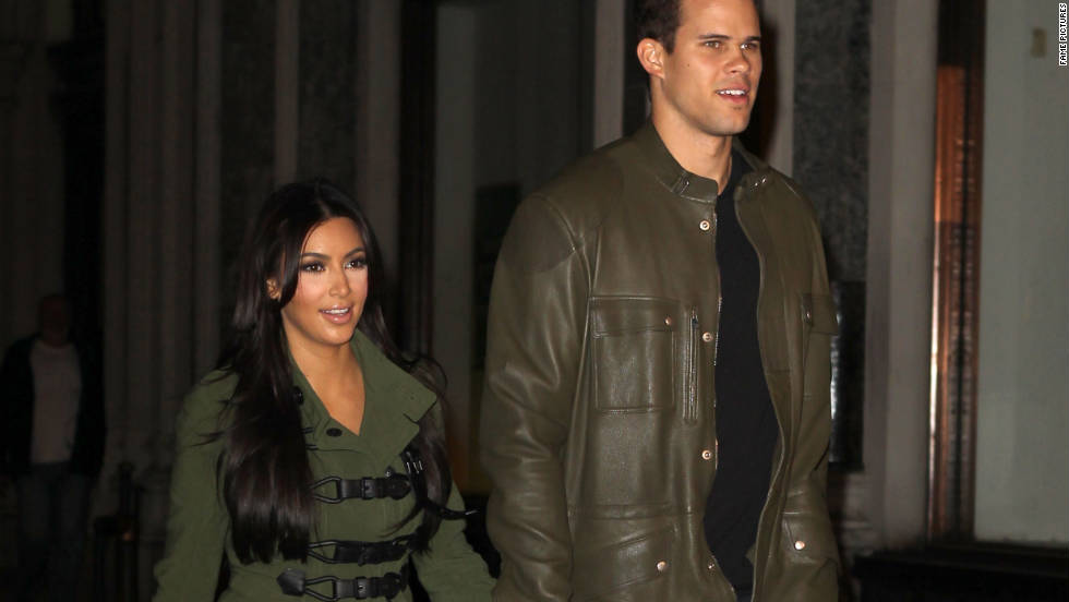 Kourtney Kardashian and husband Kris Humphries stroll around New York City.