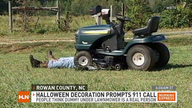 mxp.halloween.lawnmower.accident.fake_00000808
