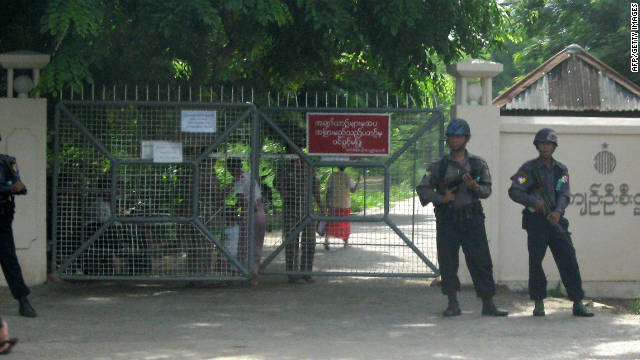 Soldiers stand guard in front of the Insein prison in Yangon on May 18, 2009.