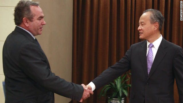 U.S. Assistant Secretary of State Kurt Campbell (left) meets China's Vice Foreign Minister Cui Tiankai for talks in Beijing on October 11, 2011.