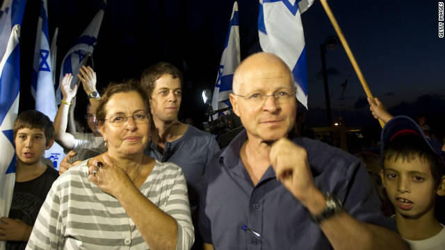 The apology was overshadowed by the deal for the release of Israeli soldier Gilad Shalit, whose parents are pictured above.