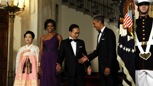 U.S. President Barack Obama, first lady Michelle Obama, 2nd left, host South Korean President Lee Myung-bak and his wife Kim Yoon-ok, left, at the State Dinner at the White House Thursday in Washington.