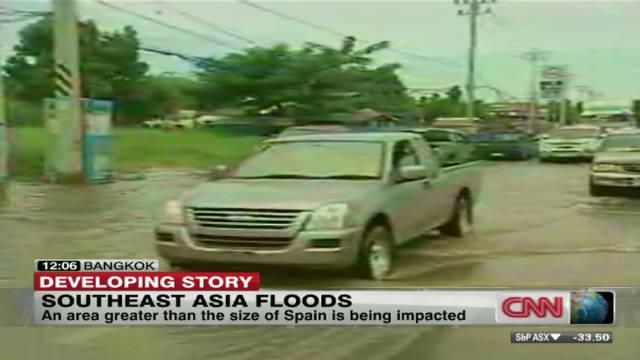 Floods bear down on Thailand's capital