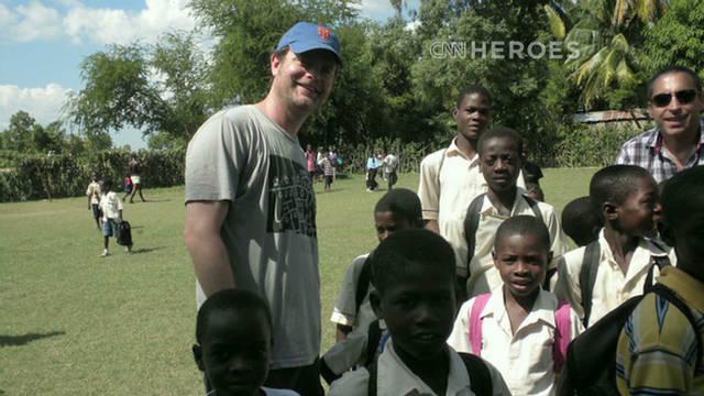 Rainn Wilson helps underprivileged kids