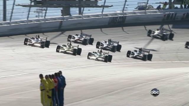 IndyCar drivers salute Dan Wheldon