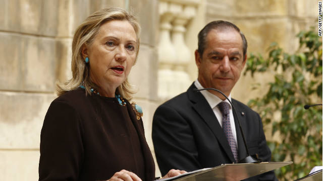 U.S. Secretary of State Hillary Clinton and Maltese Prime Minister Lawrence Gonzi at a press conference in Valletta