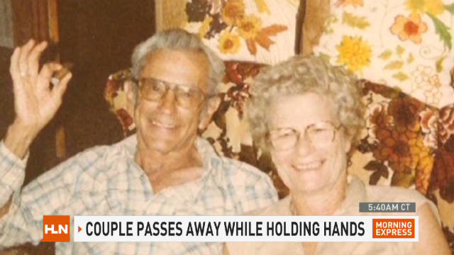 mxp.couple.die.holding.hands_00000711