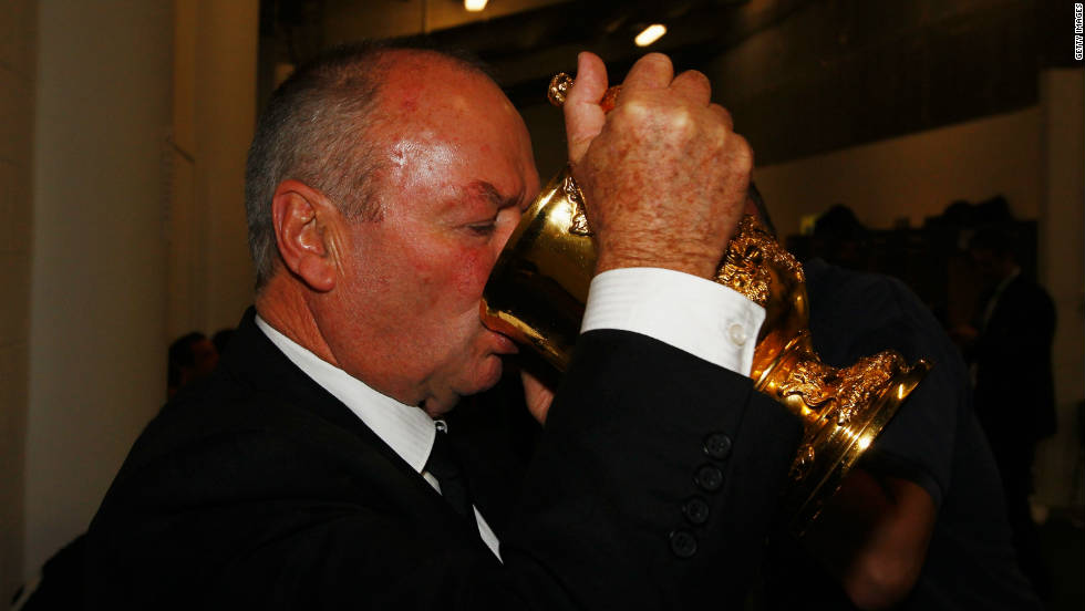 New Zealand coach Graham Henry has been named coach of the year by the International Rugby Board after his World Cup heroics