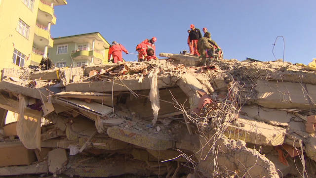 magnay turkey quake rescues_00000626