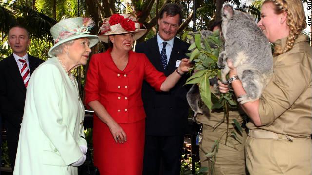 Queensland Premier Anna Bligh shows Queen Elizabeth II a koala during a visit to Rainforest Walk, Southbank, on October 24, 2011 in Brisbane, Australia