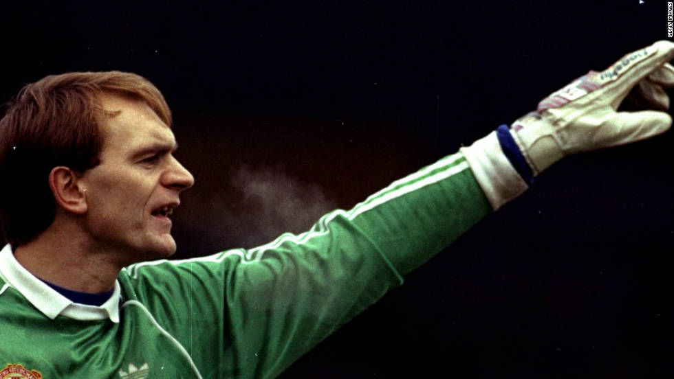 The 1990 FA Cup Final was Ferguson's big chance to win a first major trophy, four years into his reign and with the vultures circling. After United drew 3-3 with Crystal Palace, he made one of the most difficult decisions of his career ahead of the replay -- dropping his friend Jim Leighton in goal and opting for Les Sealey instead.