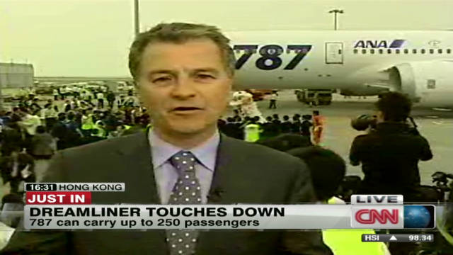 Dreamliner lands in Hong Kong