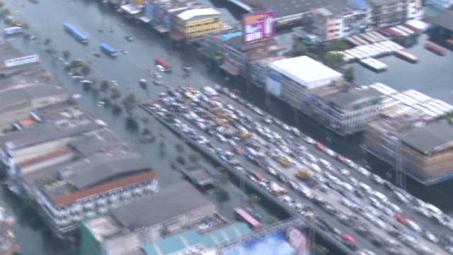Bangkok near peak flooding
