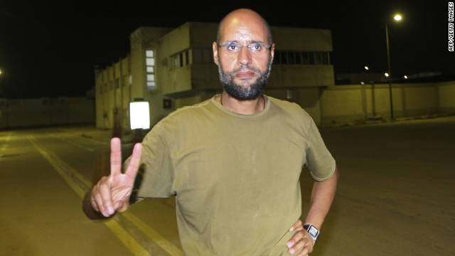 Saif al-Islam Kadhafi, son of Libyan leader Moamer Kadhafi, flashes the V-sign for victory as he appears in front of journalists at his father's residential complex in the Libyan capital Tripoli in the early hours of August 23, 2011.