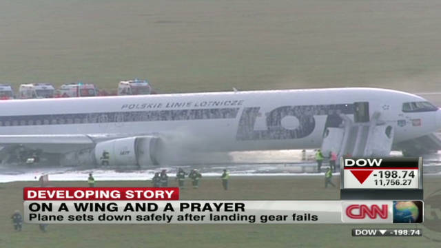 wr poland plane emergency landing_00004201