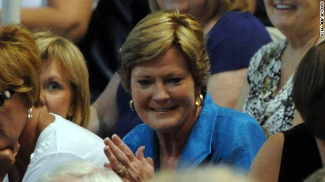 Tennessee women's basketball coach Pat Summitt is retiring after being diagnosed with early-onset Alzheimer's disease.