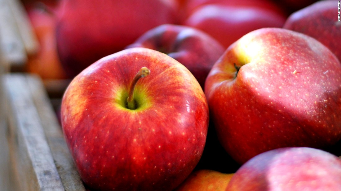 "Apples have fewer than 50 calories but are a great source of antioxidants, fiber, vitamin C and potassium, according to <a href=""http://www.superfoodsrx.com"" target=""_blank"">SuperFoodsRx.com</a>."