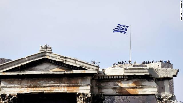Greek PM survives confidence vote