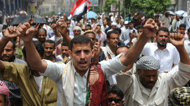 Yemeni anti-government protesters take to the streets in the southern city of Taiz on July 22, 2011.
