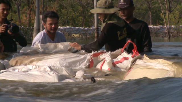 Bangkok feuding over flood water