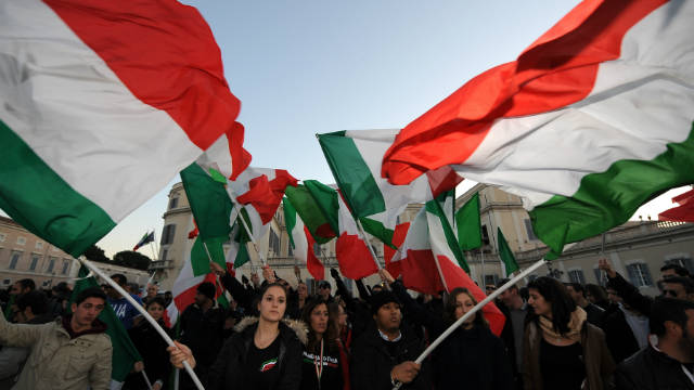 Right-wing supporters wave Italian flags in front of the Quirinale, the presidential palace on November 13, in Rome.