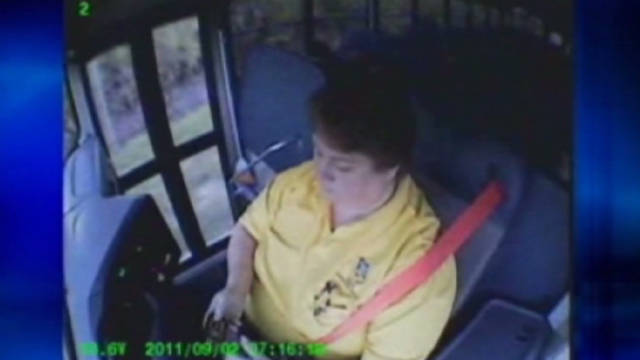 cnnee School Bus Driver Caught Texting Whil_00001521