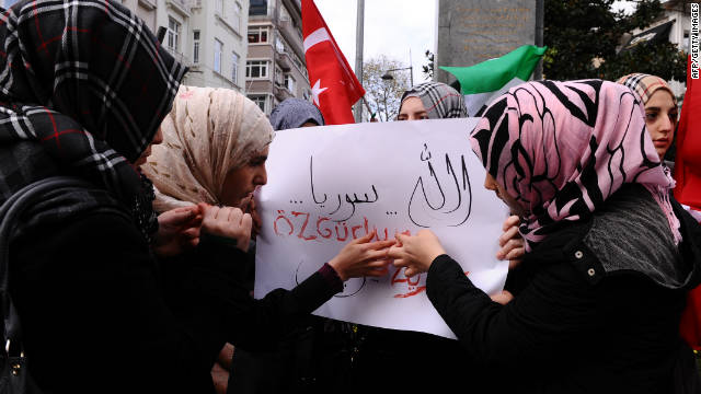 "Syrians in Turkey write ""Freedom"" with blood during protests against Syrian President Bashar al-Assad on November 18, 2011."