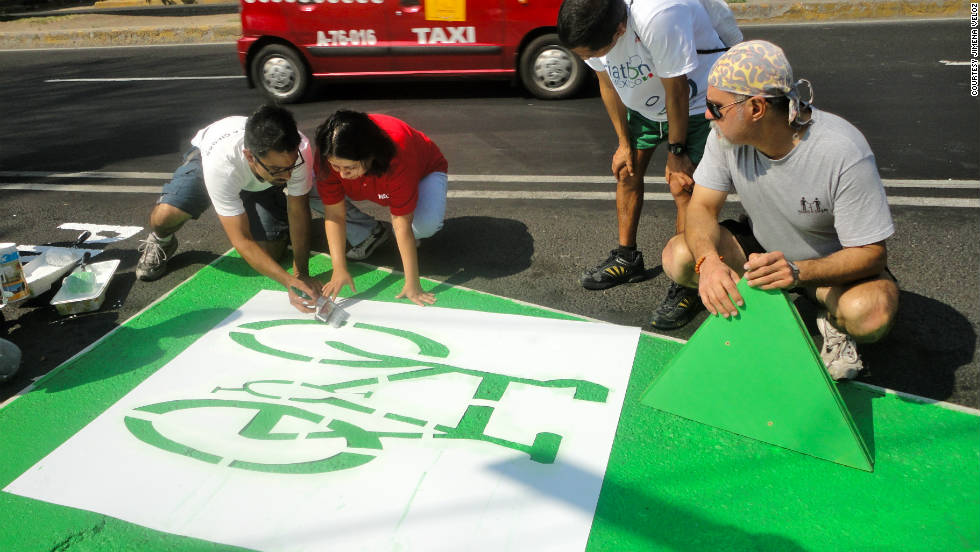 The five kilometer cycle path was quickly painted by around 80 activists earlier this month.