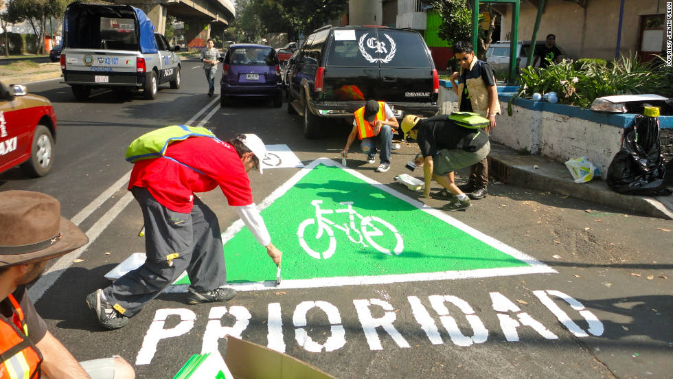 "A group of urban activists paint an unauthorized  ""wikilane"" cycle path in the middle of Mexico City."