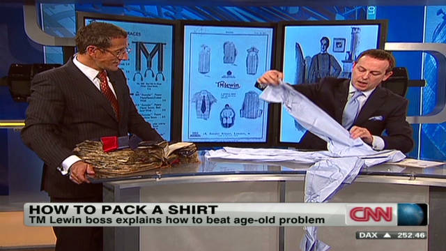qmb tm lewin how to fold a shirt_00023811