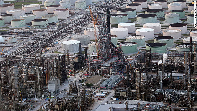 PASCAGOULA, MS - JUNE 02:  An oil refinery is seen June 2, 2010 in Pascagoula, Mississippi. Oil believed to be related to the Deepwater Horizon accident began to appear yesterday on the shores of Alabama and Mississippi.  (Photo by Win McNamee/Getty Images)