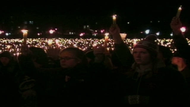 Virginia Tech holds candlelight vigil