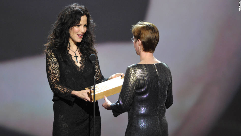 Actress Mary-Louise Parker recognizes CNN Hero Amy Stokes on stage.
