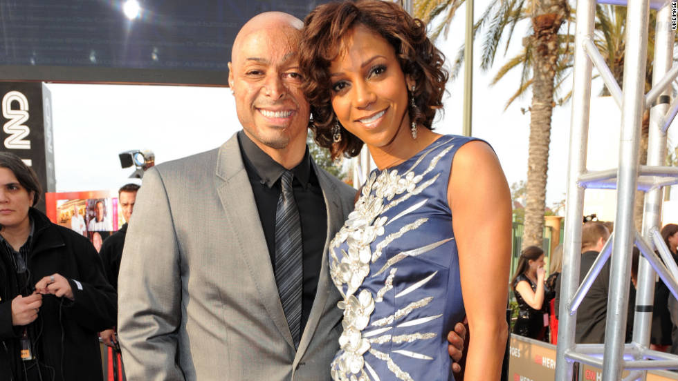 Actors J.R. Martinez and  Holly Robinson Peete pose for a photo.