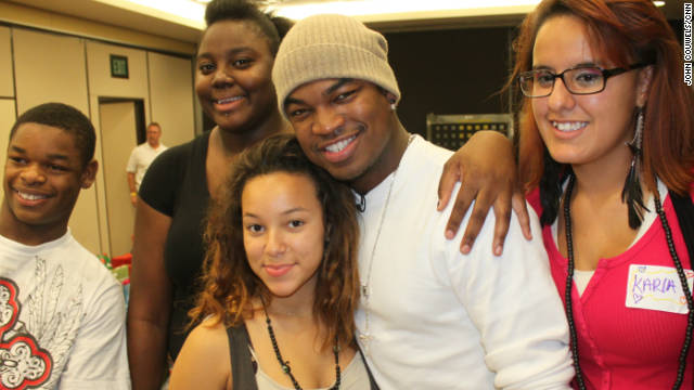"R&B star Shaffer ""Ne-Yo"" Smith vists a central Florida foster home to bring Christmas gifts to abused and neglected kids."