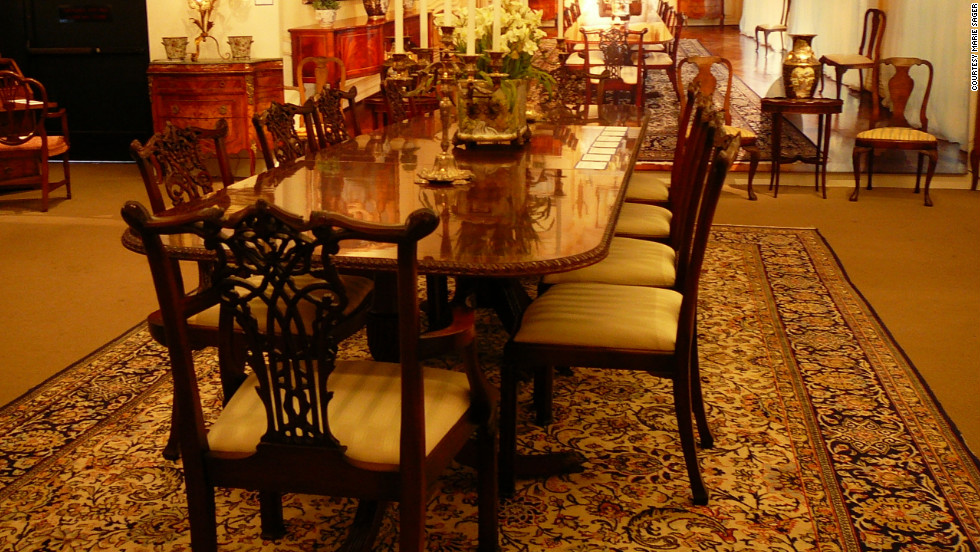 This set of Chippendale style chairs were expected to fetch between $800 - $1,200. The Regency style dining table was priced at $800 - $1,000.