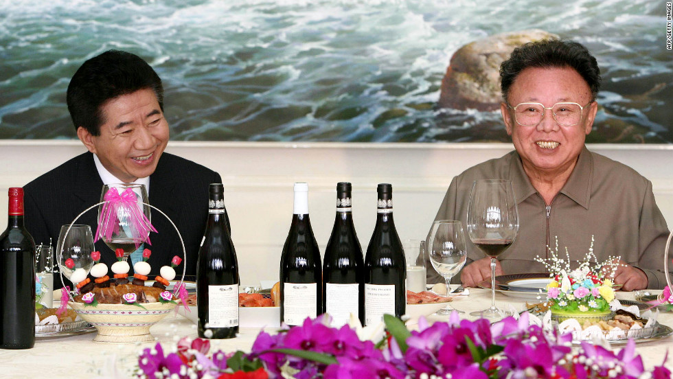 In October 2007, another meeting between North and South Korea's leaders -- this time between South Korean President Roh Moo-hyun, left, and Kim Jong Il.