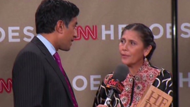 Sanjay Gupta talks to CNN Hero Robin Lim backstage at the 2011 Heroes tribute in Los Angeles