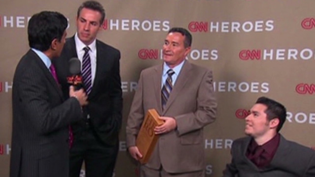 Sanjay Gupta talks to CNN Hero Eddie Canales, his son Chris Canales and Kurt Warner backstage at the 2011 Heroes tribute in Los Angeles