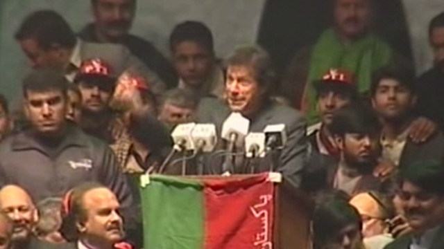 Khan's support grows in Pakistan