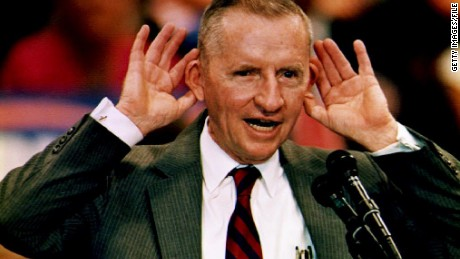 Independent presidential candidate Ross Perot speaks at the University of South Florida 31 October 1992 in Tampa, FL. Perot said members of Congress should have their ears enlarged so they can hear the needs of the people. US elections will be held 03 November 1992. (Photo credit should read PETER MUHLY/AFP/Getty Images)