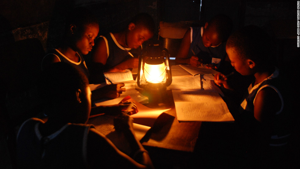 The International Energy Agency says that 1.3 billion people around the world still live without access to electricity. In most cases, kerosene lamps are used to meet lighting needs.