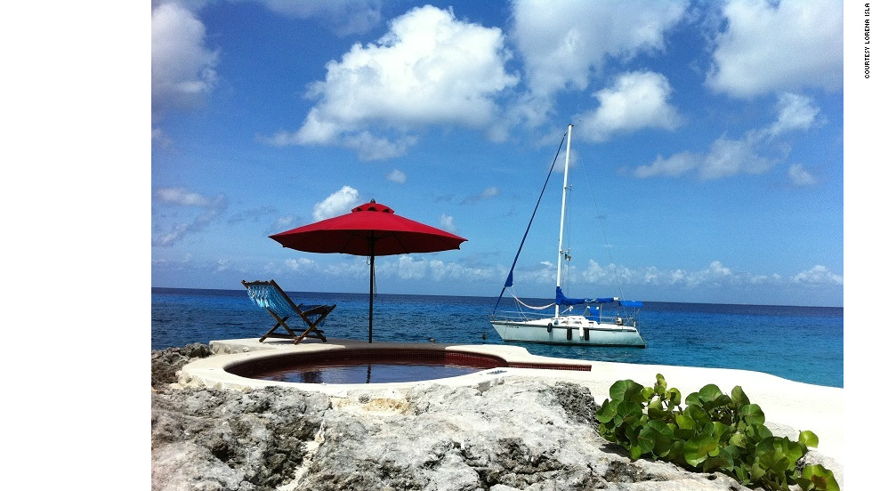 Lorena Isla snapped this shot of a seaside pool during her trip to Cancun.